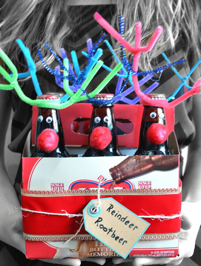 Reindeer Rootbeer a great gift idea for beer or rootbeer. Easy craft to make! | nelliebellie.com