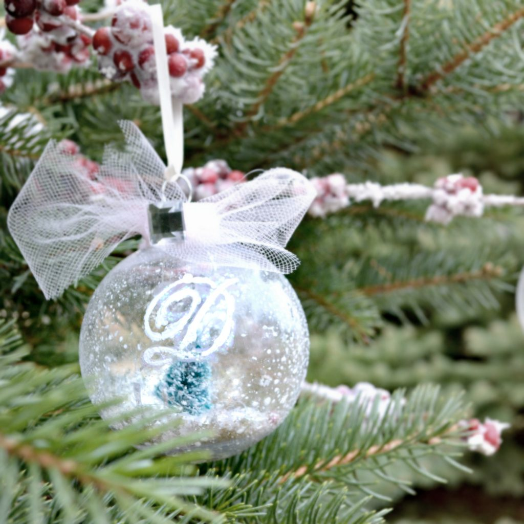 Snow globe ornament a simple diy from nelliebellie