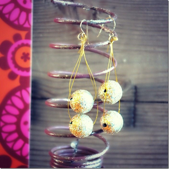 DIY glitter ball earrings: a NellieBellie tutorial