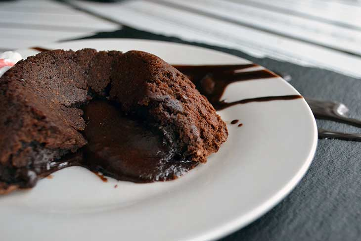 Easy lava cake recipe!  Seriously simple to make, and absolutely delicious!
