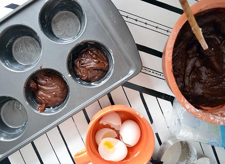 easy chocolate molten lava cake www.nelliebellie.com