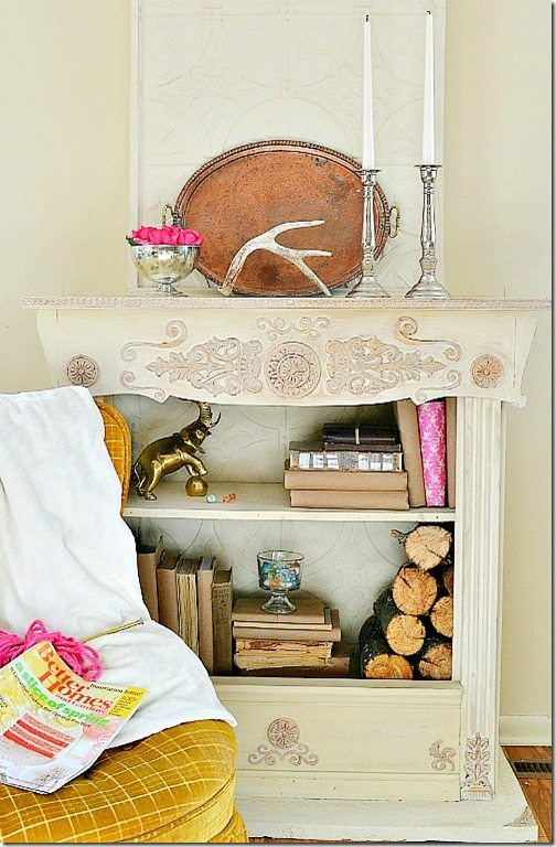 This bookcase fireplace is a great addition to any home that doesn't have a traditional fireplace, and uses simple supplies that are generally available.