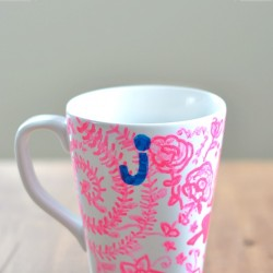 Personalized mugs, an easy DIY project for gifts from nelliebellie.com