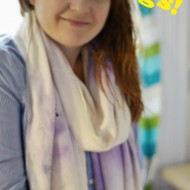 Simpe steps to make a Game Day Scarf (no-sew)