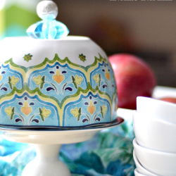 This DIY domed cake stand is an Anthro knock-off that is easy to replicate
