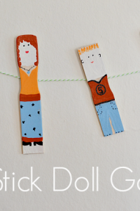 Simple and easy paint stick dolls from www.nelliebellie.com