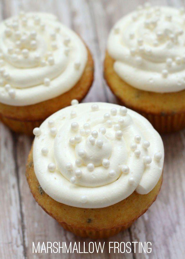 Homemade-Marshmallow-Frosting-recipe-yum-from-lilluna.com