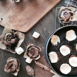Marshmallow filled cupcakes from NellieBellie, a fast version you'll adore!