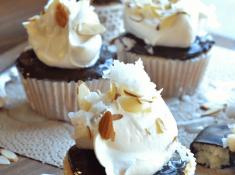 almond-joy-cupcakes