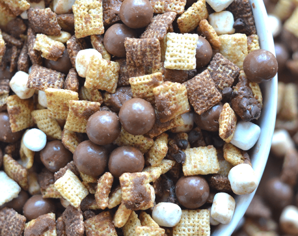 This Whopper Chex Mix is a great twist on the traditional and perfect for large groups! Recipe from nelliebellie.com chex muddy buddies