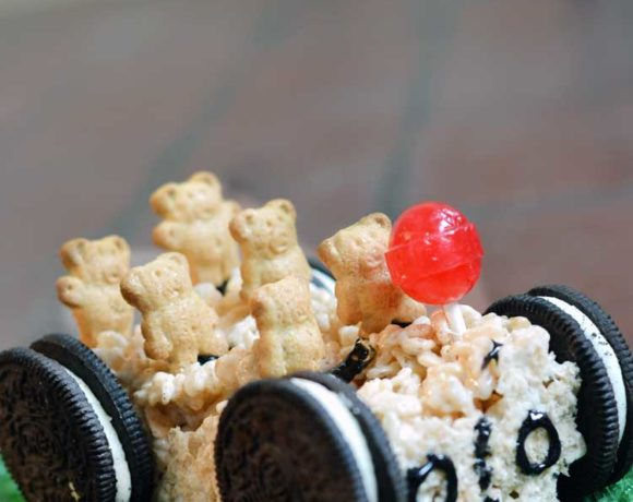 Rice Krispie Treats: car edition. Easy to make and fun to eat! #snacks #ricekrispie