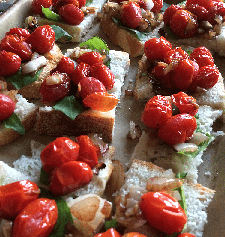 Roasted Tomato Crostini | easy, fast appetizer