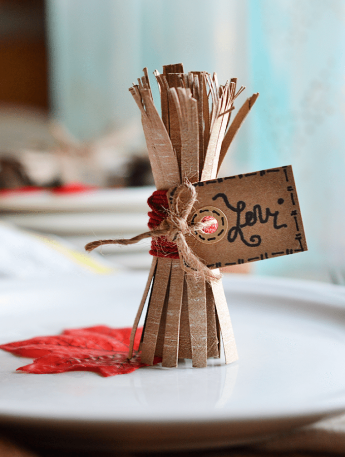 Make haystacks out of toilet paper rolls. A easy, fun project for the fall! #kidscrafts #fall #craft #recycledcraft