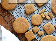 tried & true Gingerbread Cookie recipe. Cookies, gingerbread, holiday cookies, recipes. | nelliebellie.com | gingerbread cookies