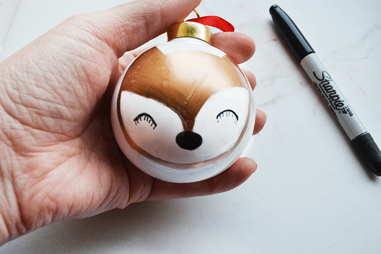 Create 4 forest animal ornaments easily! Full tutorial (including video) for making these ornaments with Sharpie metallics. | nelliebellie.com