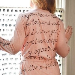 create a personalized custom bathrobe easily! A great gift idea. This one has Jane Austen quotes written on it...great for the Jane Austen fan. But, you could personalize it however you wanted. Fast & easy! | nelliebellie.com