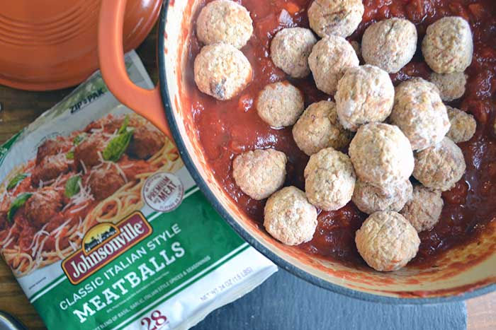 Homemade spaghetti sauce recipe that is easy and fast. A classic. #MeatballMasters from nelliebellie.com