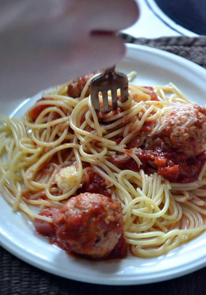 classic spaghetti sauce recipe is easy, fast, and delicious!