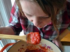 homemade spaghetti sauce recipe that is easy, classic, and one you'll use again and again! nelliebellie.com