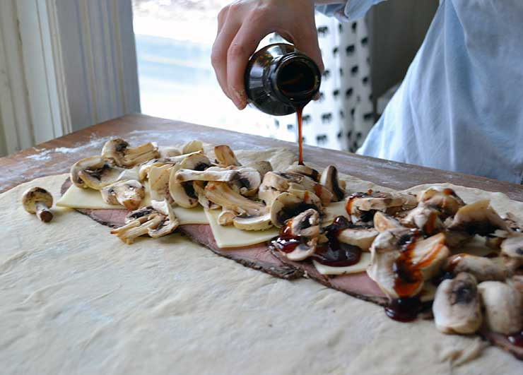 This steak and mushroom pretzel loaf comes together quickly and easily! A great appetizer idea for entertaining.