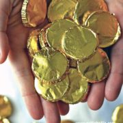how to make homemade chocolate coins. A fast and easy candy making tutorial. Great idea for St. Patricks Day, Mari Gras, Pirate parties, and events.