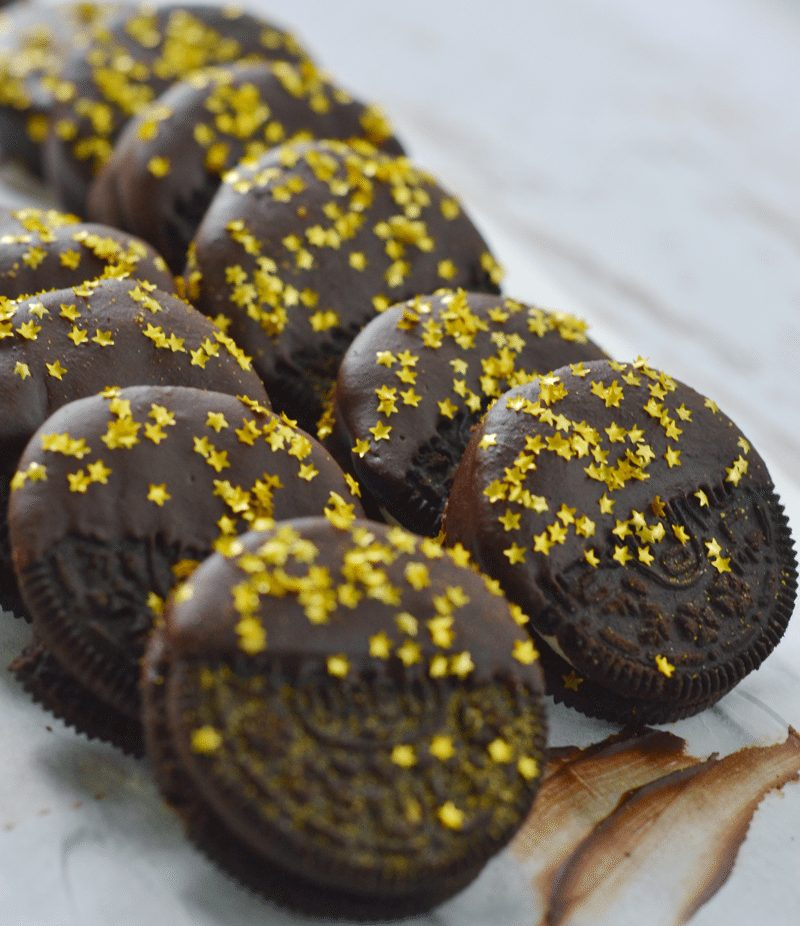 Chocolate Dipped oreos with edible starts   a nelliebellie recipe