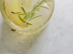 Rosemary Lemon Ginger Cocktail. A clean cocktail great for your summer evening.