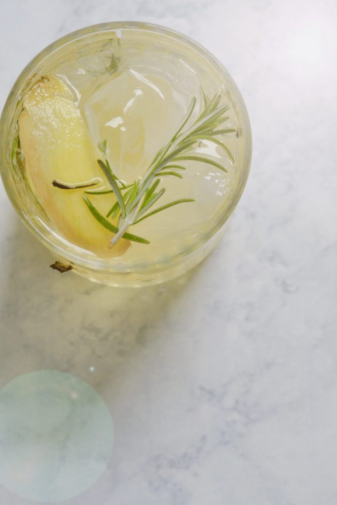 Rosemary Lemon Ginger Gin Cocktail. A clean cocktail great for your summer evening.