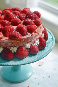 easy strawberry cake and frosting recipe