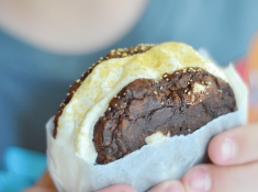 Homemade ice cream sandwiches can be easy and fast to make. Here's a quick trick to making homemade ones in no-time flat!