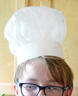 Make a chef's hat from paper. An easy, inexpensive craft that is a great idea for kid's!