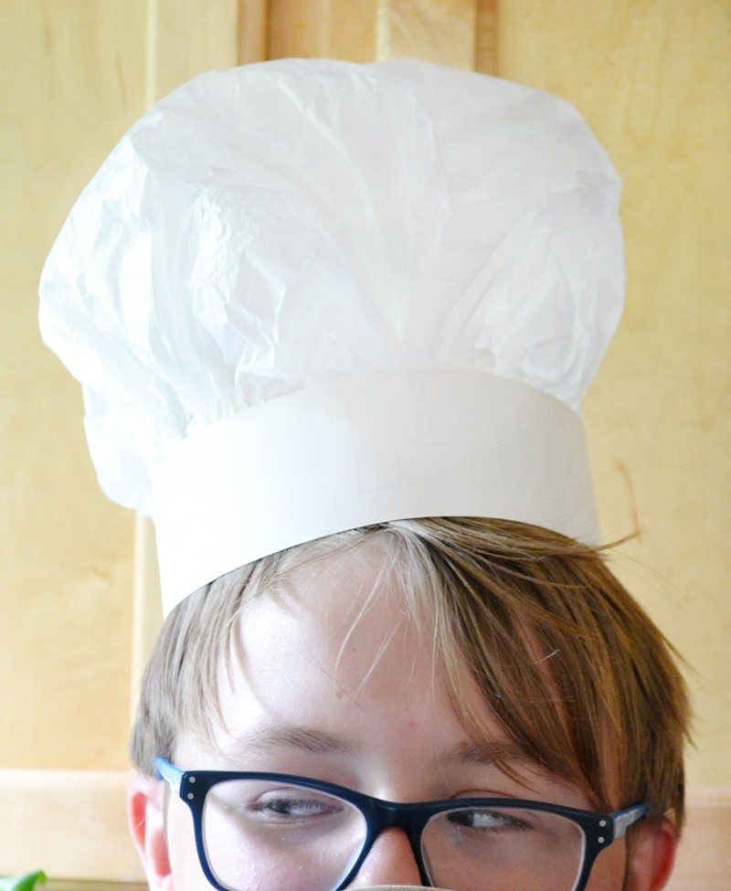 How to make a chefs hat from tissue paper. An easy, inexpensive craft that is a great idea for kid's!