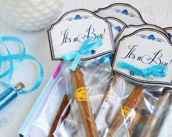 Cigars in a clear bag with printable make a great new dad gift idea or baby shower favor!