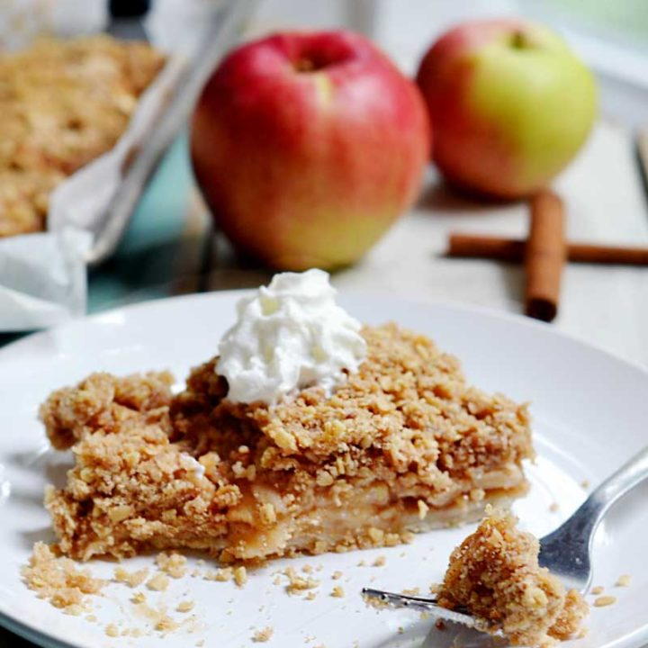 Apple pie bars with struesel topping. A great way to feed a crowd!