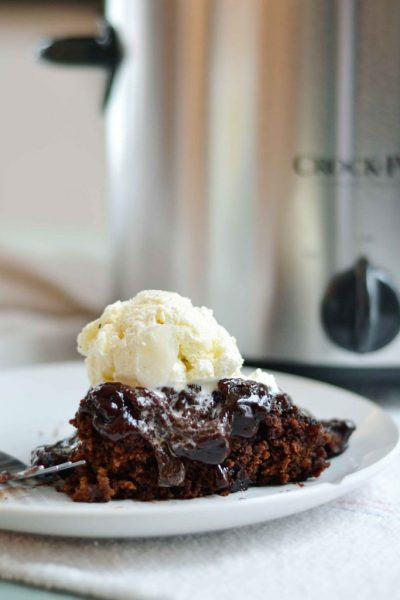 slow cooker chocolate cake with frosting