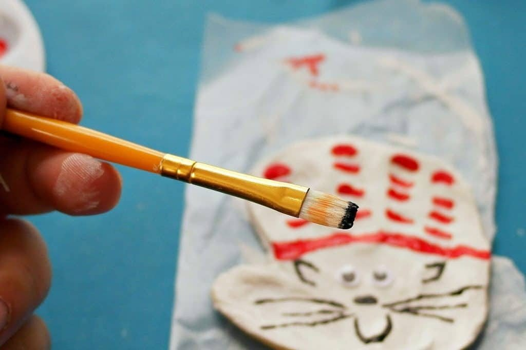 Cat in the Hat craft. A fun activity for Dr. Seuss' birthday using your child's handprint!