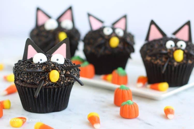 black-cat-cupcakes-2
