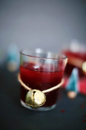 The Whiskey Pom Cocktail. A delicious mix of pomegranate juice and whiskey. Easy, delicious, and beautiful!