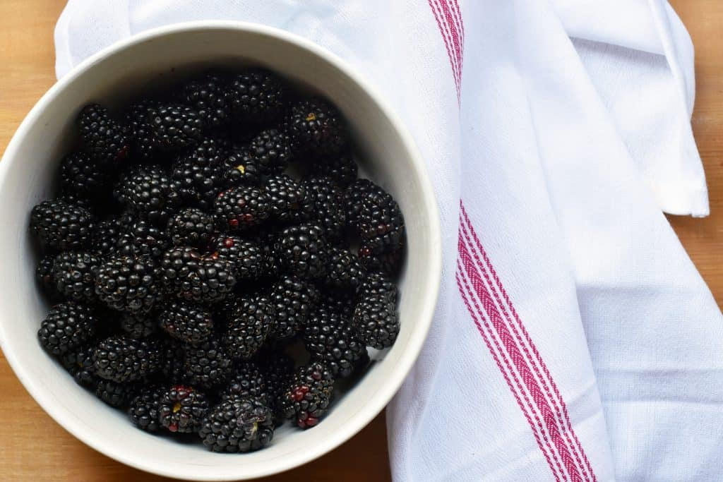 blackberries for easy sugar cookie fruit pizza