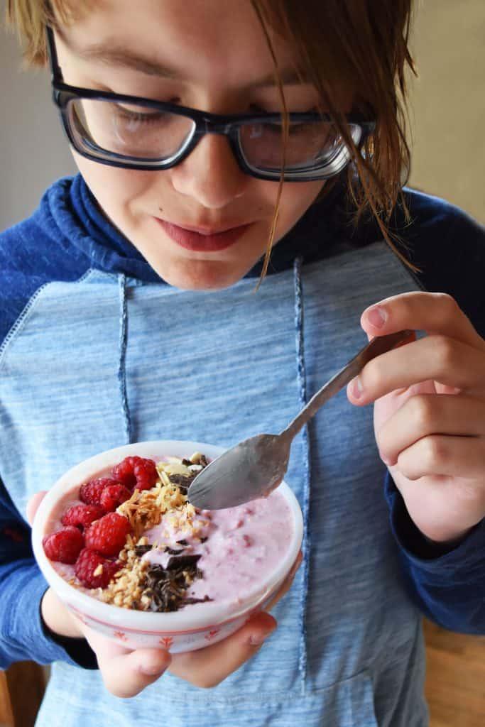 Cocnnut Raspberry Smoothie bowl
