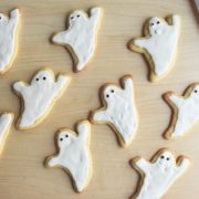 easy ghost cookies. Fun Halloween treat that is easy enough for kids to make!