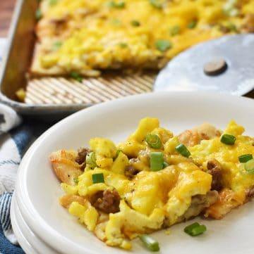 crescent roll breakfast pizza
