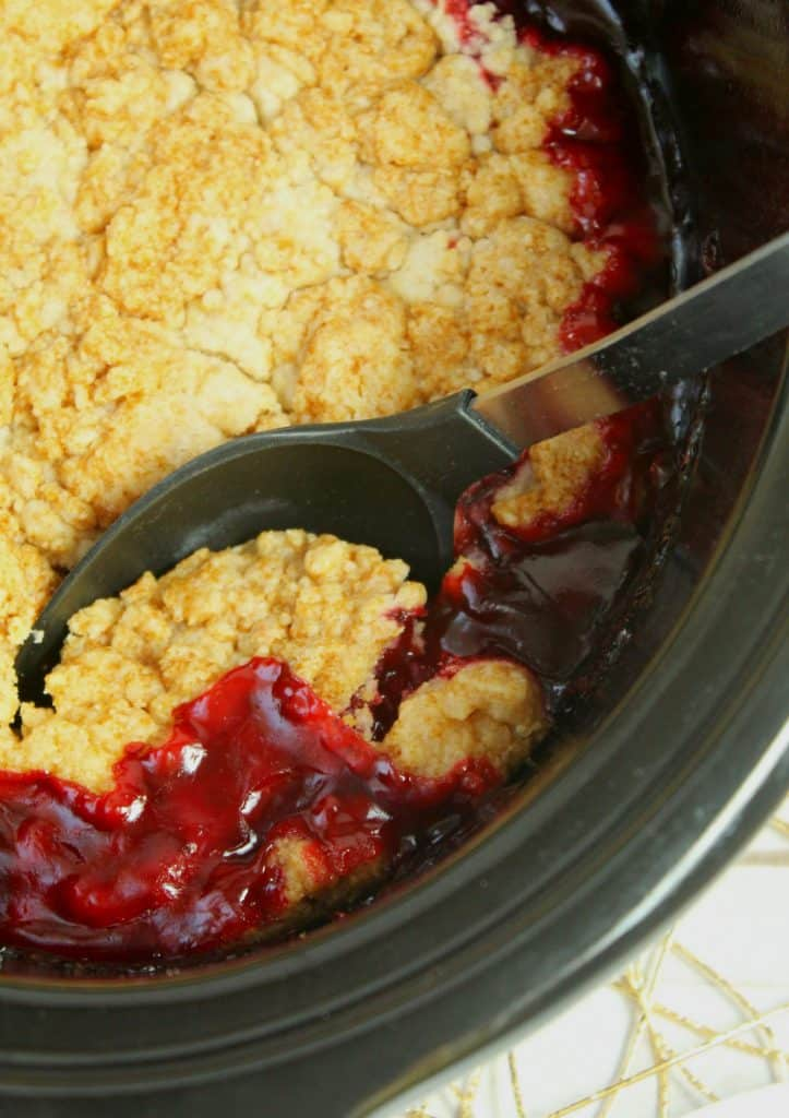 slow cooker strawberry dump cake