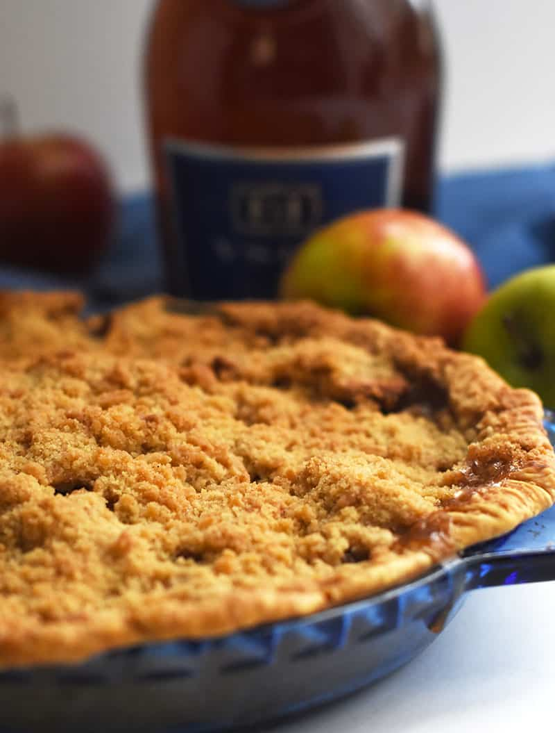 A warm you from inside Apple Crumble Pie with a yummy Brandy flavor! #applepie #brandy #crumble
