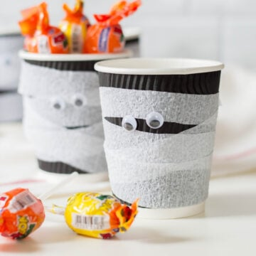 Mummy treat cups