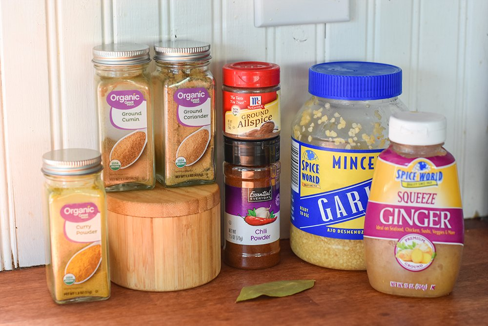 The spice ingredients to make Indian Curry Chicken